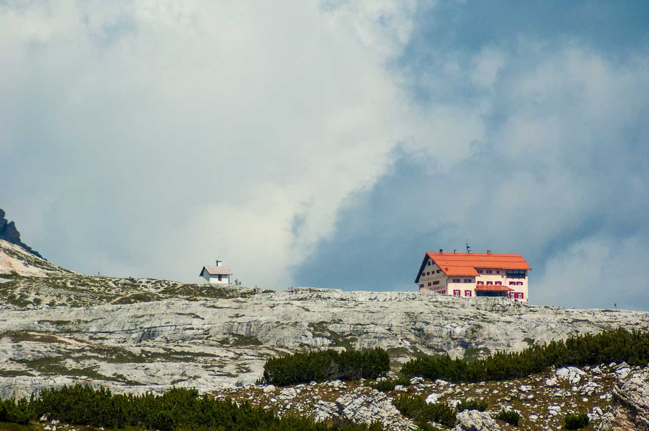 Rundwanderung Drei Zinnen: Blick zur Dreizinnenhütte