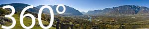Ausblick von Castelfeder ins Südtiroler Unterland, welches von der Etsch durchflossen wird.