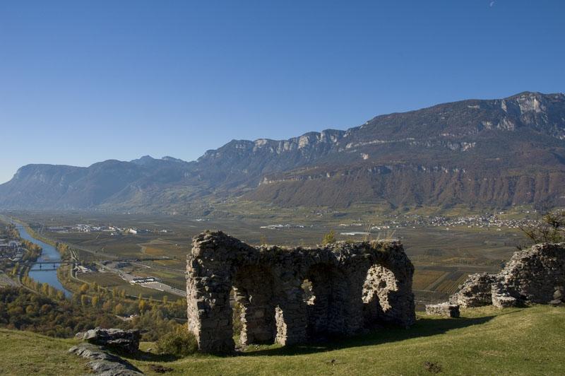 Ruinen mit Aublick über das Etschtal in Castelfeder über Auer mit Ausblick ins Etschtal