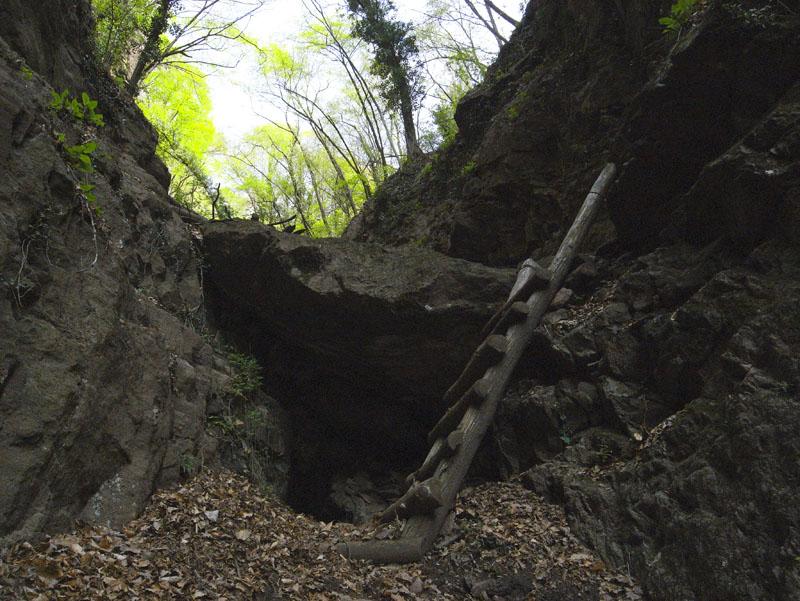 Über Holzstiegen durch die Felsenschlucht bei Andrian