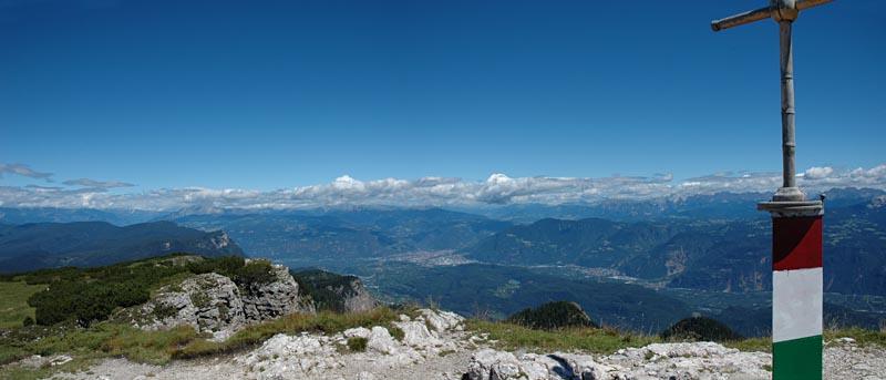Bozen, vom Gipfel des Roen aus gesehen