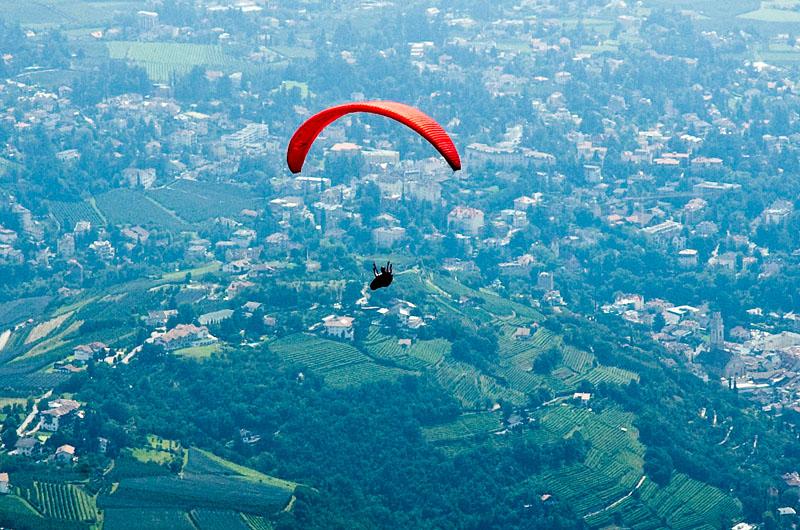 Paragliding über den Muthöfen bei Meran
