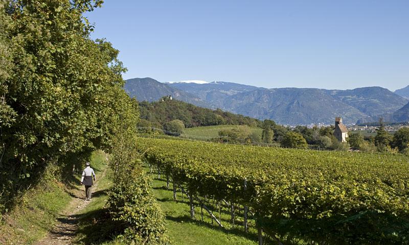 Von den Eislöchern zum Kreuzstein im Herbst in Südtirol