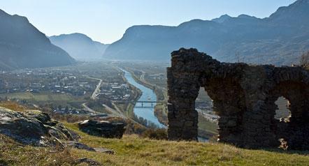 Ausblick von Castelfeder in Richtung Süden dem Lauf der Etsch folgend