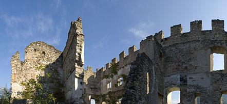 Ruine Kaldiff bei Mazon über Neumarkt