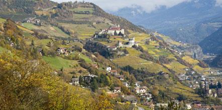 Blick zum Kloster Säben, vom Törggelesteig Villanders aus gesehen