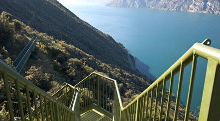 Treppen des Panoramaweges Tempesta am Gardasee