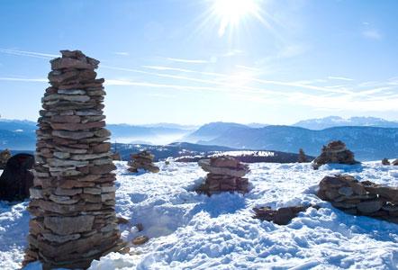 Stoanerne Mandln (steinerne kleine ältere Männer) im Winter