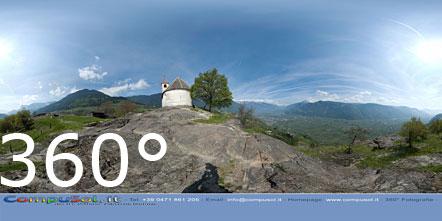 360° Foto St. Hippolyt Hügel bei Tisens mit Sicht auf das Etschtal (Lana, Meran, Dorf Tirol, Schenna, Burgstall, Garagzon)
