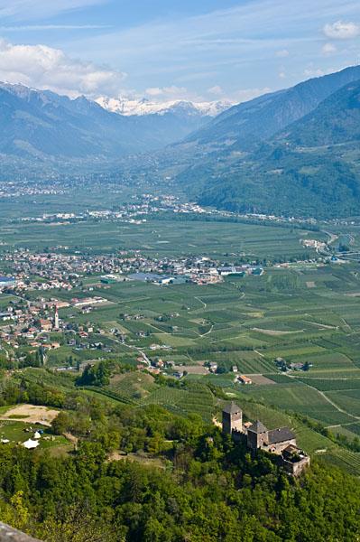 Leonburg mit Blick Richtung Lana