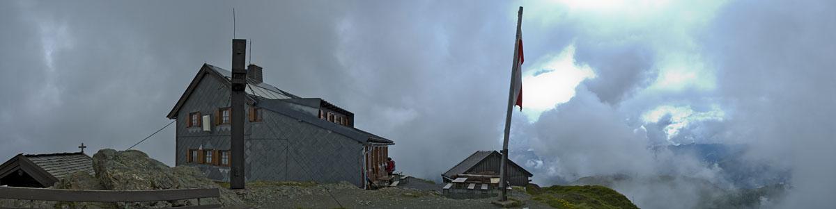 Hundsteinhaus am Gipfel des Hundstein