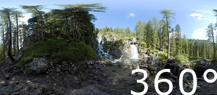 Die Wasserfälle von Vallesinella im Brenta Gebirge