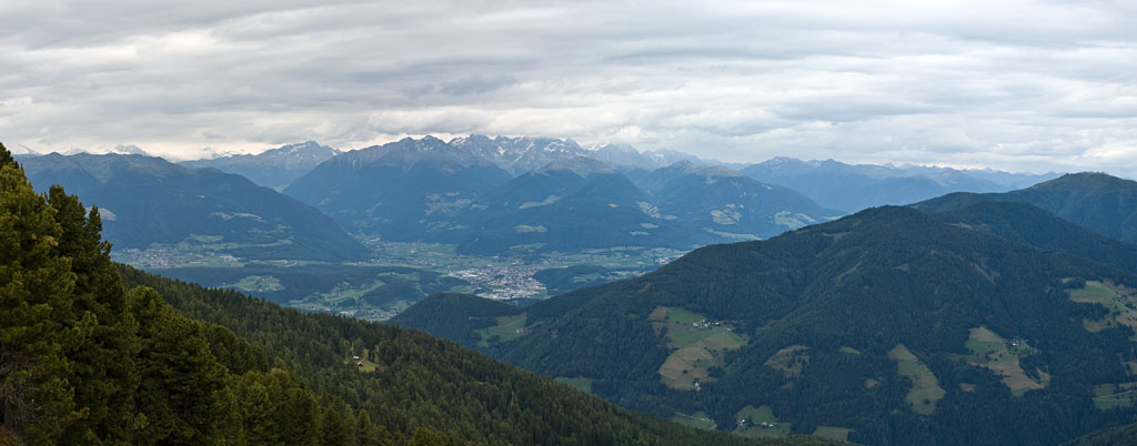 Blick über Bruneck im Pustertal