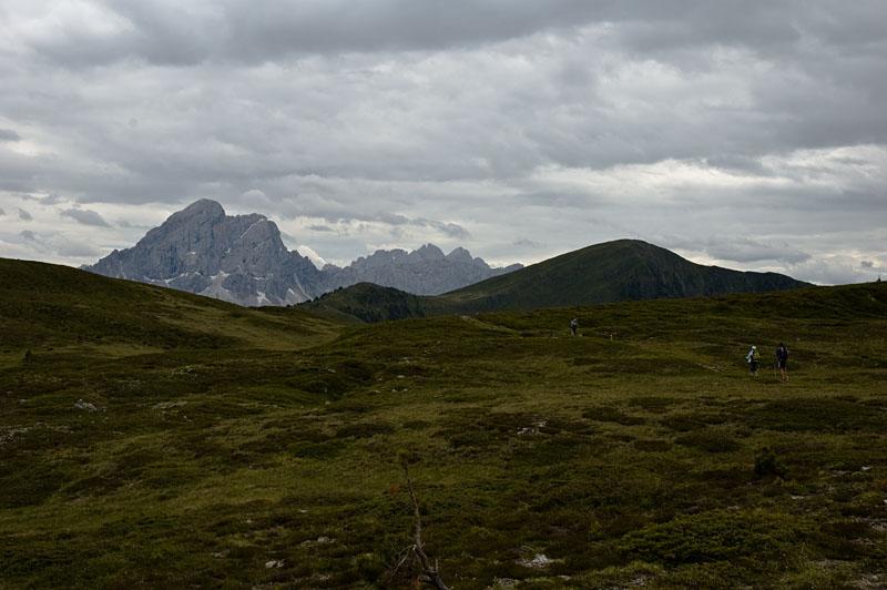 Bergwandern in Südtirol mit Blick auf den Peitlerkofel