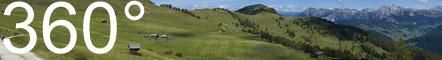 Die Peitlerwiesen mit Blick auf Peitlerkofel und Heiligkreuzkofelgruppe