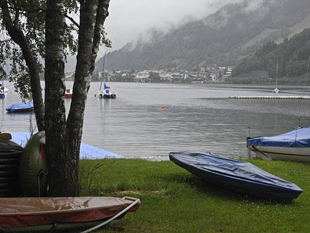 Nordufer Zeller See mit Blick auf die Stadt Zell am See