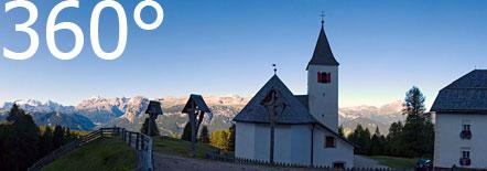 Die Wallfahrtskirche Heilig Kreuz unter dem Heiligkreuzkofel
