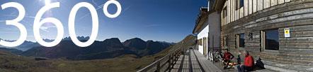 Die Bergvagabundenhütte über dem Pellegrino Pass am Fuße des alpinen Höhenweges Alta Via Bepi Zac
