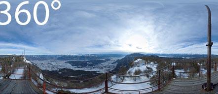 Großer Penegal mit Blick auf das Hotel Penegal, das Südtiroler Unterland mit demn Dolomiten dahinter und dem Nonstal mit der Brentagruppe im Hintergrund.