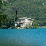 Schloss Toblino auf einer Landzunge im Toblino See