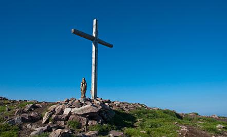 Gipfelkreuz und Marienstatue am Schwarzhorn