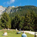 Beliebter Rastplatz, im Hintergrund die Brenta Dolomiten