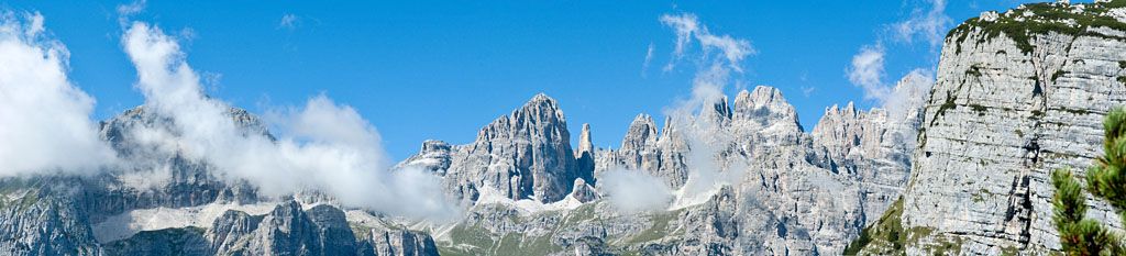 Schroffe Felsformationen in den Brenta Dolomiten