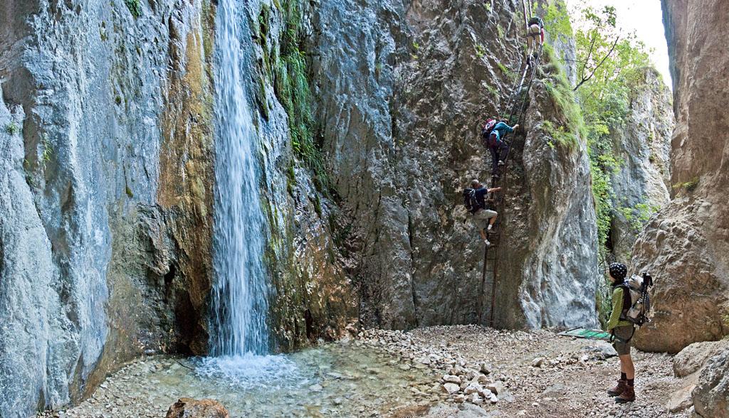 Wasserfall am Einstieg des Burrone Klettersteig