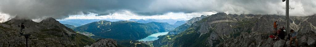 Der Molveno See in den Brenta Dolomiten
