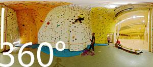 360 Grad in der Kletterhalle Tramin. Wir schauen den beiden Kletterkurs Leitern Andreas Kofler und Andreas Psenner zu.