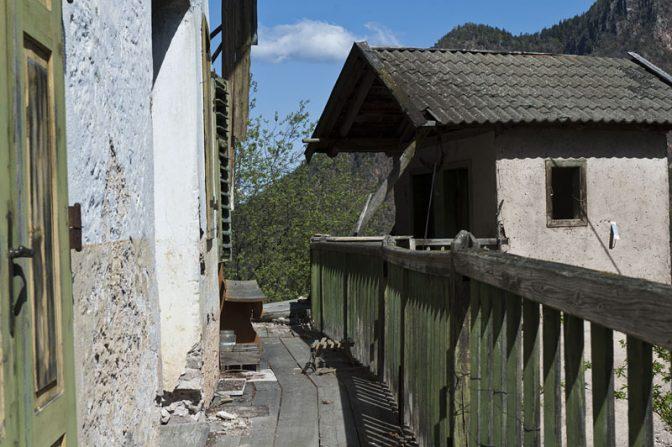 Das Gasthaus bei Halbweg schaut irgendwie verlassen aus.