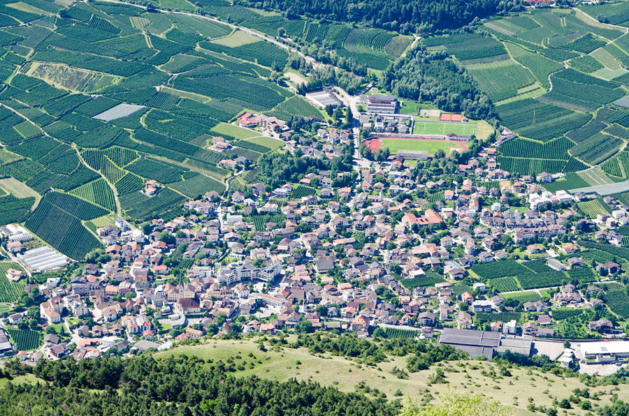 Taken at Latitude/Longitude:46.638657/10.854168. 2.42 km North Latsch Trentino Alto Adige Italy  (Map link)
