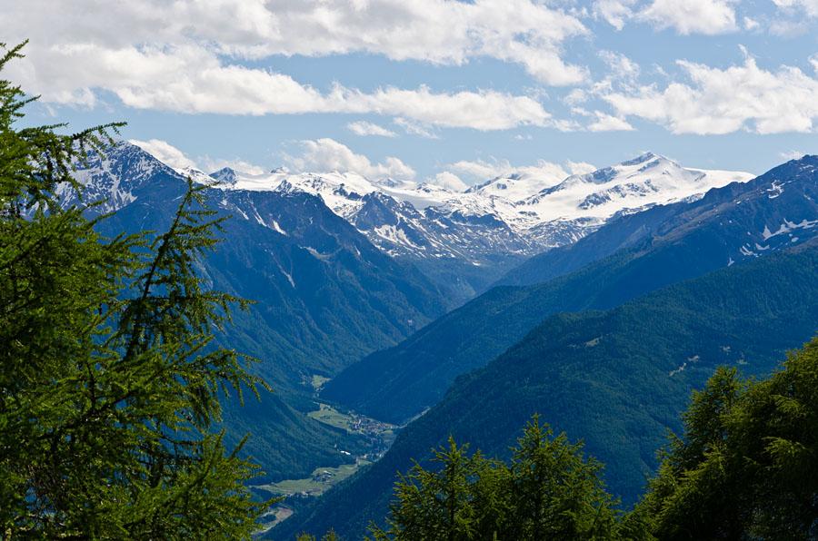 Taken at Latitude/Longitude:46.645574/10.864718. 3.25 km North Latsch Trentino Alto Adige Italy  (Map link)