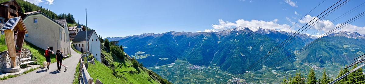 Taken at Latitude/Longitude:46.639140/10.853704. 2.48 km North Latsch Trentino Alto Adige Italy  (Map link)