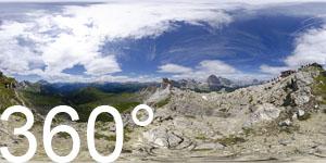 Vor der Schutzhütte Nuvolau auf dem Monte Nuvolau