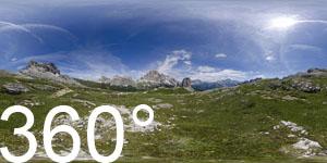 Vor den Cinque Torri (Fünf Türme) in den Ampezzaner Dolomiten