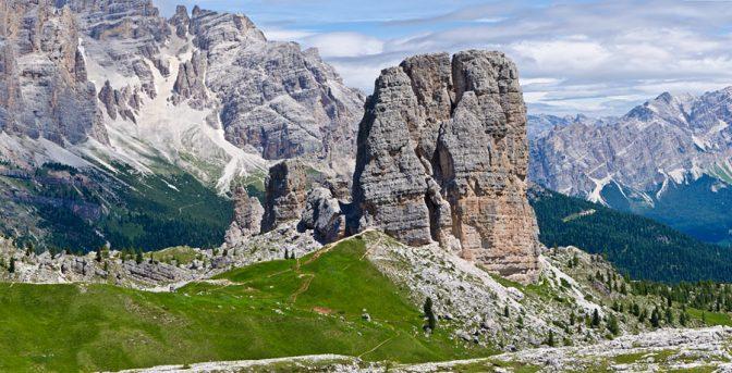 Die 5 Torri mit der imposanten Torre Grande sind beliebt bei Sport- und Alpinkletterer.