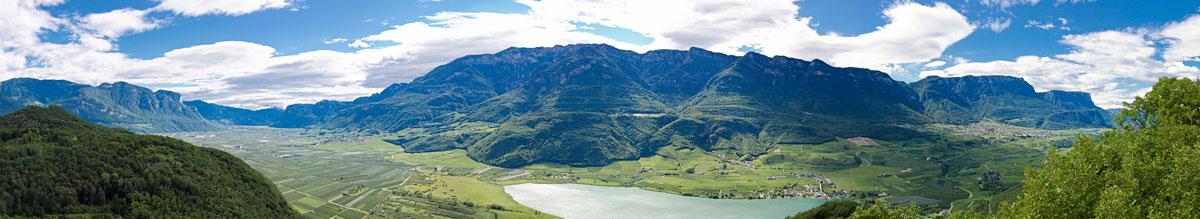 Blick auf den Kalterer See, auf Tramin und auf Kaltern, vom Mitterberg aus.
