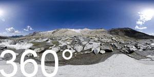 Inmitten des Ursprungbaches unter dem Neves Gletscher unter dem Großen Möseler