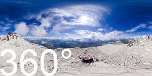 Ausblick vom Piz Boè auf die Bergwelt der Dolomiten.