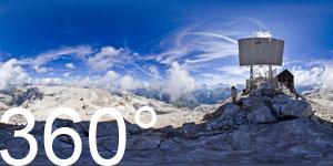 Der Gipfel des Piz Boè ist erreicht.