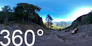 Ausblicksplattform zwischen den Barbianer Wasserfällen. Blick auf Lajen und den Eingang des Grödner Tales.