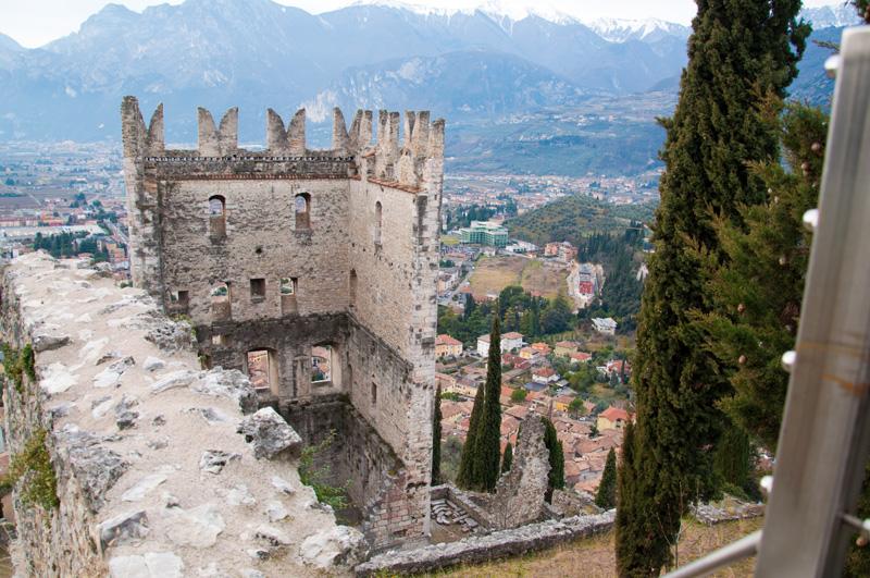 Blick auf Hauptturm und Arco