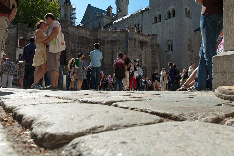 Besucher Schlosshof Neuschwanstein