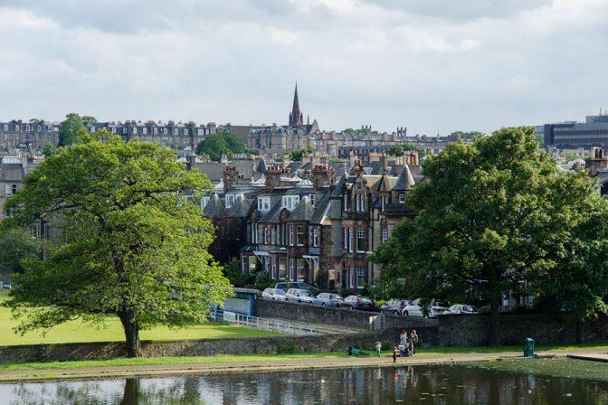 Blick vom Inverleih Park aus auf das Edinburgh Castle