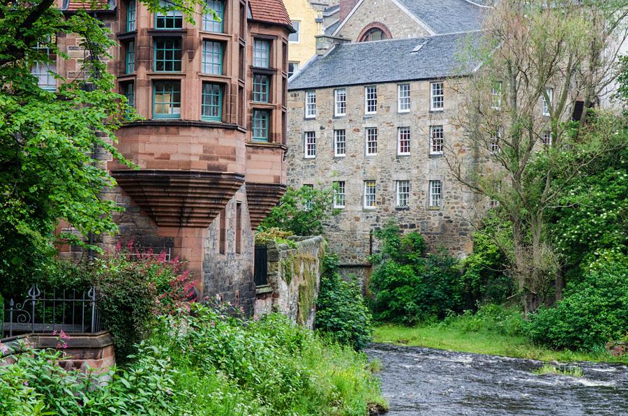 """Idyllischer Spazierweg (Walkway) am Ufer des Flusses Leith - """"The Water of Leith"""""""