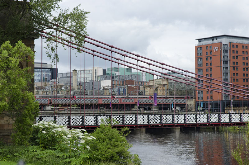 Fußgängerbrücke über den Fluss Clyde in Glasgow