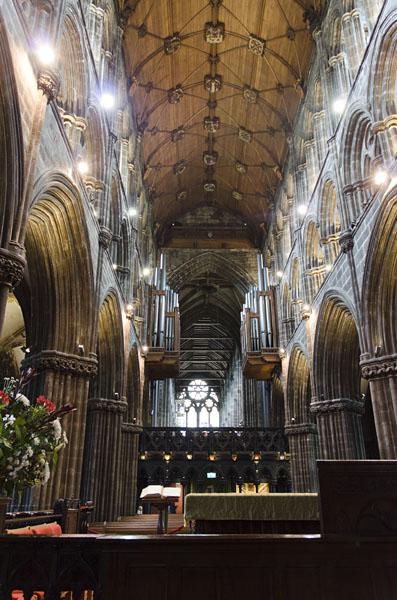 Gewaltige Säulen in der St. Mungo€™s Cathedral von Glasgow