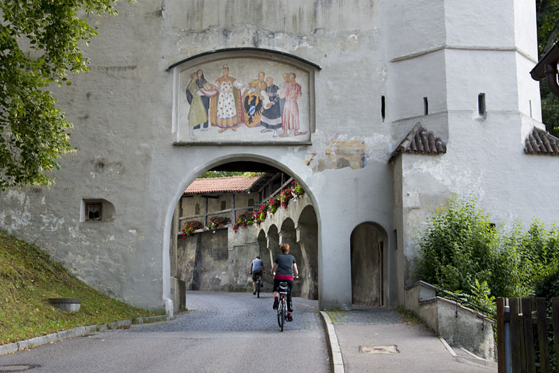 Schongau Maxtor - einst Hoftor des Schlosses Schongau, heute Landratsamt Weilheim-Schongau.