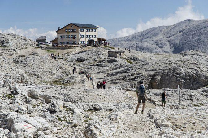 Vor der Rosetta Schutzhütte auf den Hochplateau Pale di San Martino